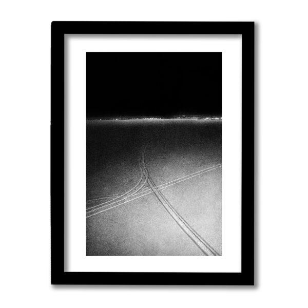 Signerad fine art print från Bottenviken 2019. Högkvalitativ fotokonst fotograferad på analog svartvit film